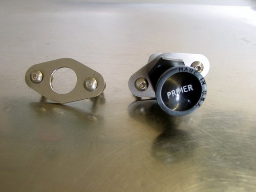 Piston pump type primer mounting plate